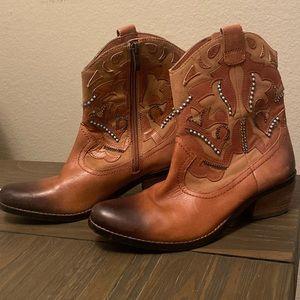Vince Camuto Stylish Cowboy Boots Sz 6
